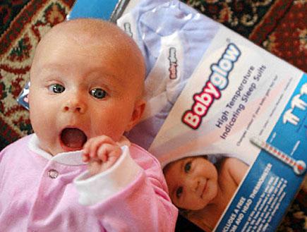 חליפה לתינוק שמחליפה צבע כשלתינוק יש חום (צילום: מתוך אתר babyglow)